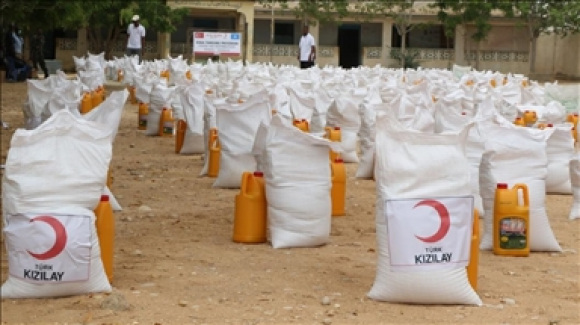 Turkish charity distributes food packages in Somalia