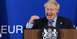 UK: Boris Johnson defends top aide for flouting lockdown measures