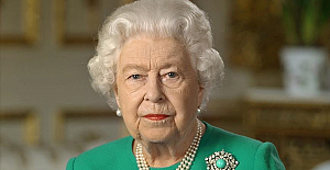 Queen marks Northern Ireland's centenary
